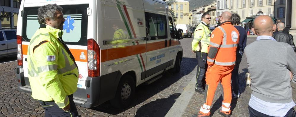 Via Milano, paura per una caduta dalla bici