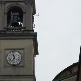 Fulmine sul campanile di Guanzate  Orologio fermo da dieci giorni