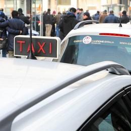 «Solo contanti, grazie». Sui taxi comaschi non si paga con il bancomat