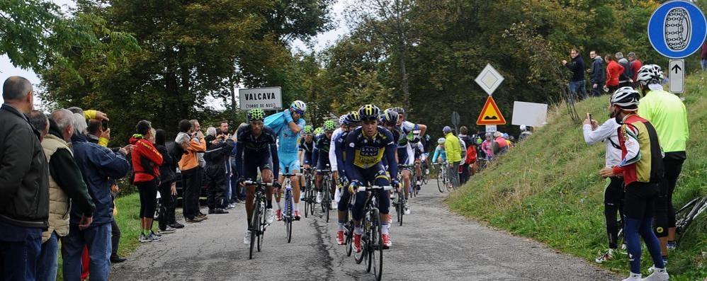 Ciclismo, è il giorno del Lombardia a Como