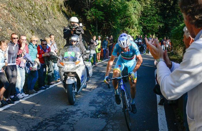 Como ciclismo Giro di Lombardia 2015, il vincitore Vincenzo Nibali al passaggio in Valfresca