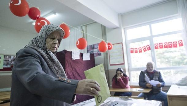 Turchia: scontri tra polizia e curdi