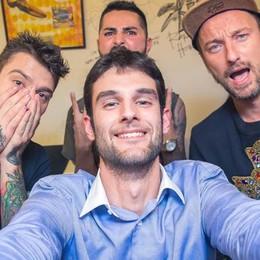Francesco e Fedez, pace fatta  Dagli insulti alla foto di gruppo