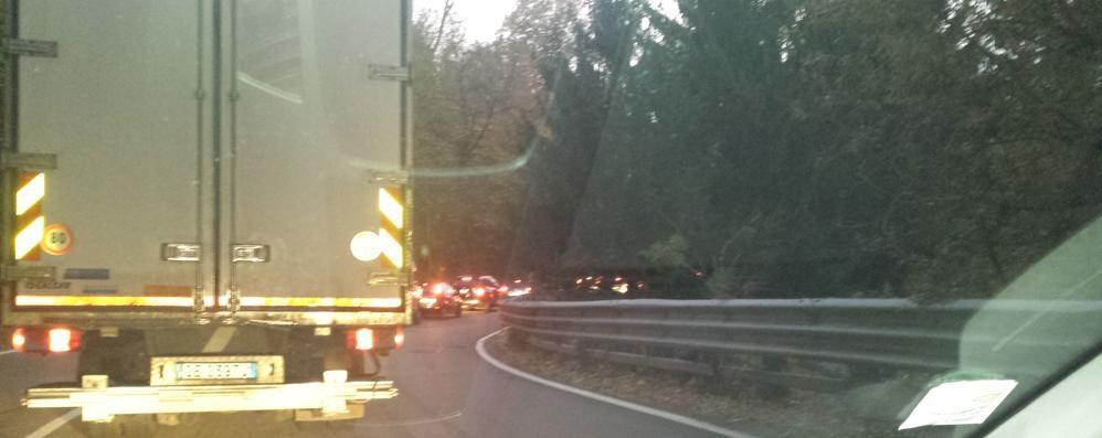 Lavori a Solzago di Tavernerio  Traffico e code sulla Como-Bergamo