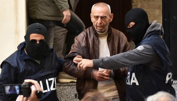 Mafia: quartiere saluta boss in manette