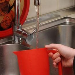 Fino, l'acqua del rubinetto sa di cloro  I cittadini protestano, il mistero resta