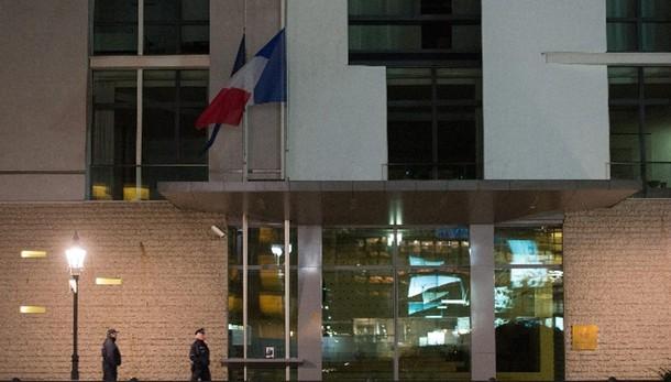 Isis rivendica attacchi Parigi
