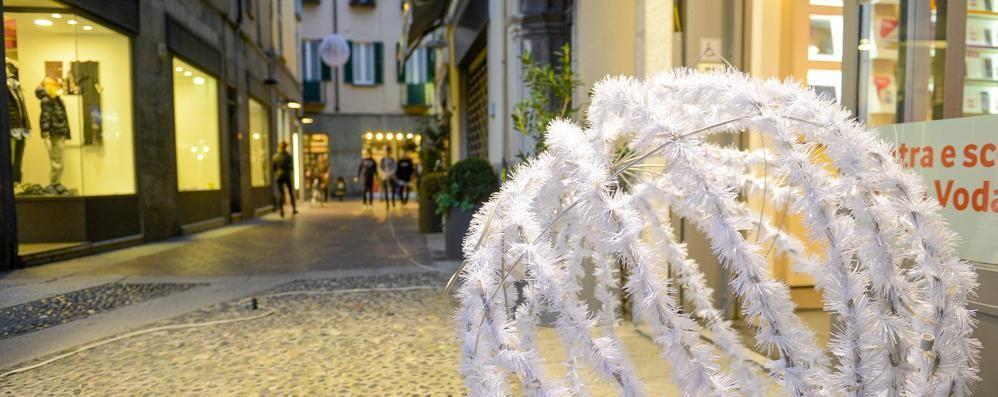 Luminarie e i primi Babbi  La città prepara il Natale