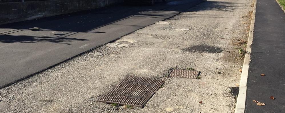L'asfalto dopo vent'anni  Ma solo su mezza strada