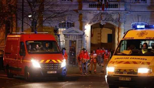 Parigi: bilancio, 127 morti e 192 feriti