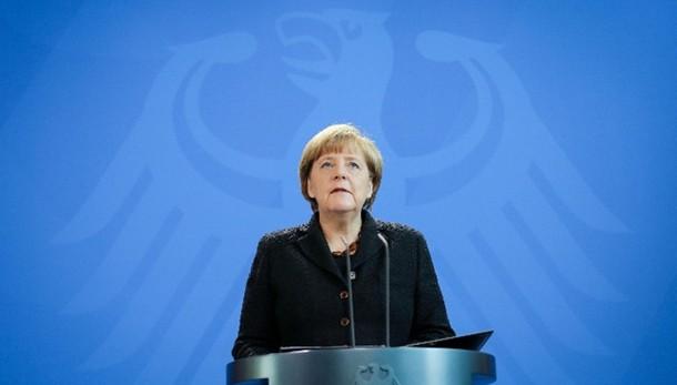 Parigi: Merkel, piangiamo con voi