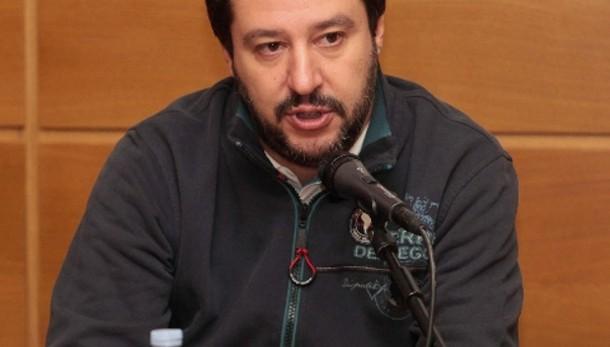 Salvini, Hollande chiude e Renzi? Dorme