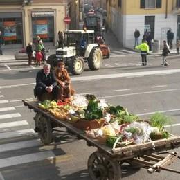 Appiano invasa dai trattori  «Lavoriamo per passione»