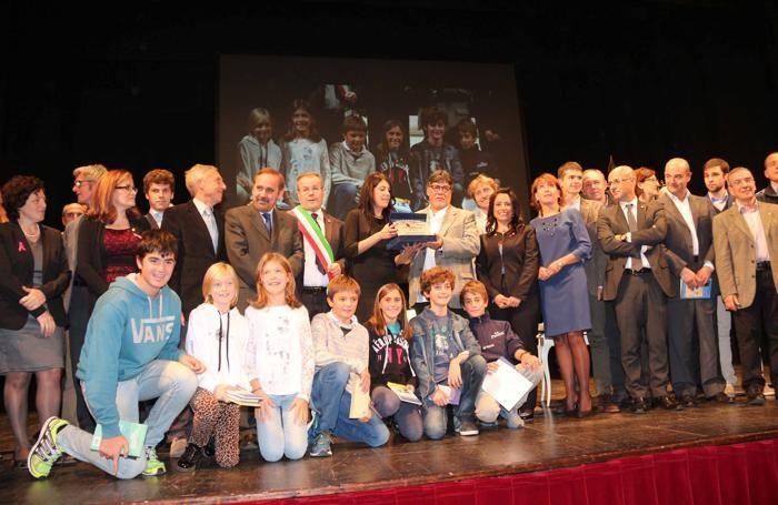 Foto di gruppo con consiglieri e assessori
