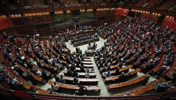 Consulta: Parlamento vota il 25/11