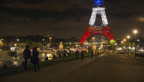 Parigi: Tour Eiffel chiude di nuovo