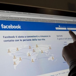Pericoli attentati nel mondo Facebook attiva Safety Check