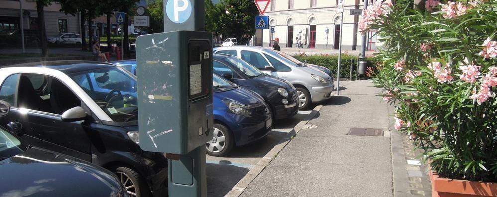 Erba, shopping con i parcheggi gratuiti  «Così aiutiamo i commercianti»