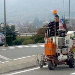 Erba, viabilità a rischio caos  Segnaletica ignorata alle rotonde