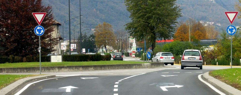 Obblighi di svolta alle rotonde  Erba fa marcia indietro