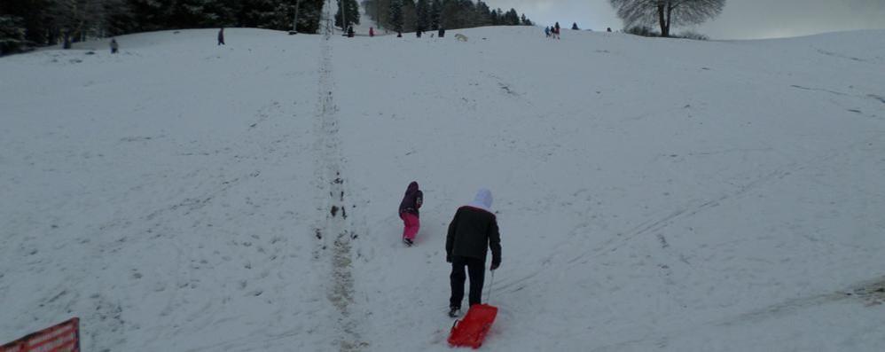 Prime nevicate sul San Primo  «Impianti pronti per l'apertura»