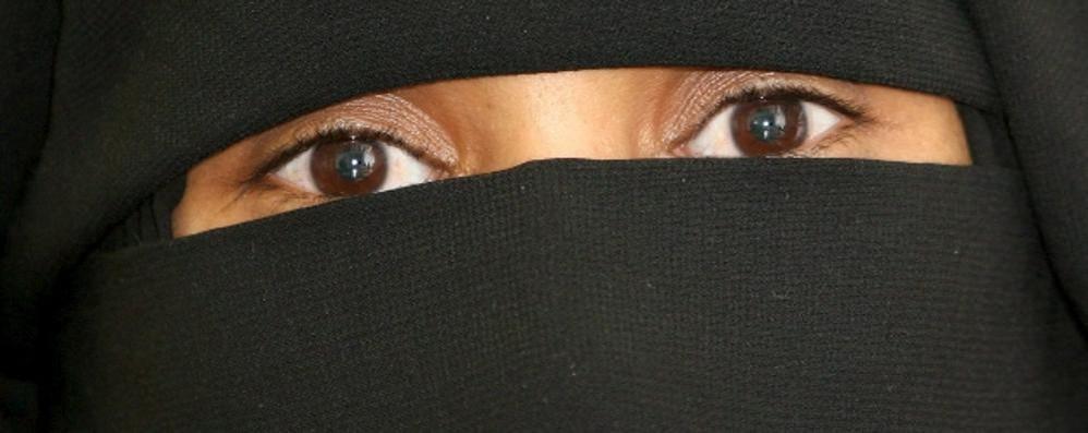 Burqa, dopo la legge in Ticino si muove anche la Lombardia