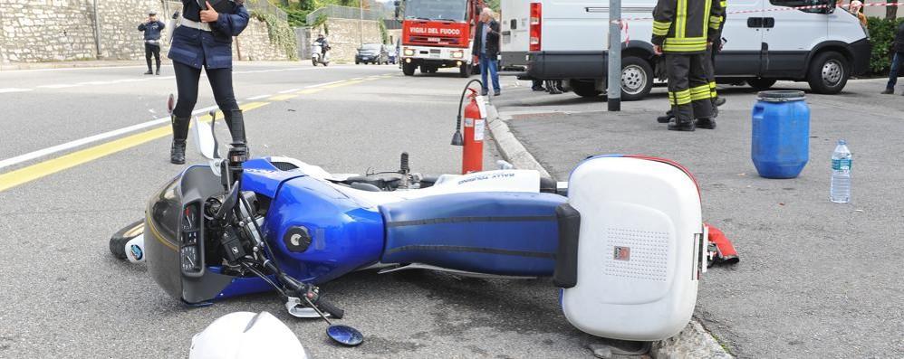 Incidente in via Varesina  Ferito un motociclista