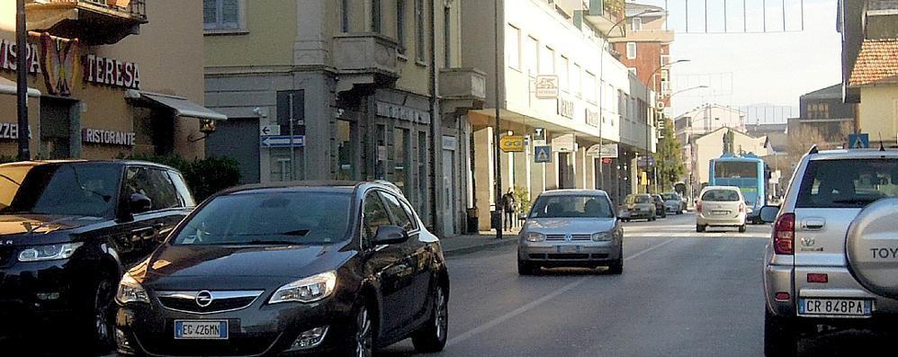 Shopping natalizio a Erba, sosta gratuita  «Aprite alle auto l'area ex Enel»