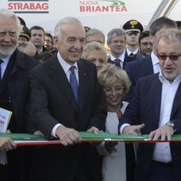 Pedemontana: si inaugura la nuova tratta  Maroni  a sorpresa: «Secondi lotti, i soldi ci sono» - Il sindaco di Lomazzo: tariffe più basse
