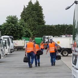 Raccolta dei rifiuti a Como   In 6 mesi 5mila ore di malattia