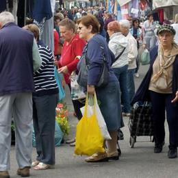 Mercato di Natale  ridotto a Mariano  C'è solo un quarto delle bancarelle