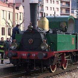 Asso, treno a vapore senza l'acqua  Per rifornirlo ci sono voluti i pompieri