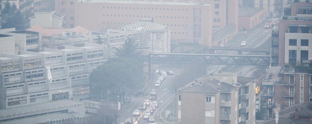 Appelli e divieti  finiscono in smog