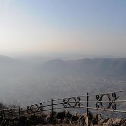Smog, senza pioggia   la città sta soffocando