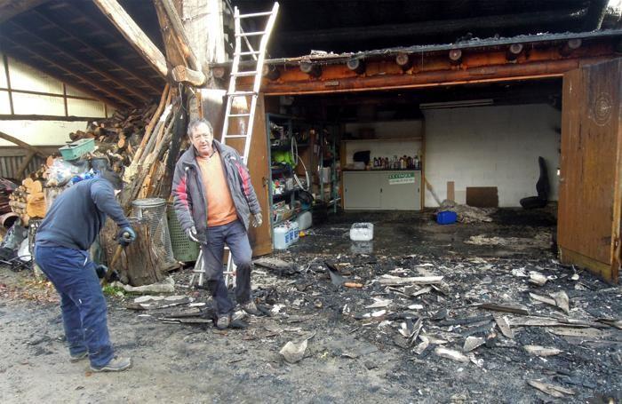 Distrutto anche il magazzino
