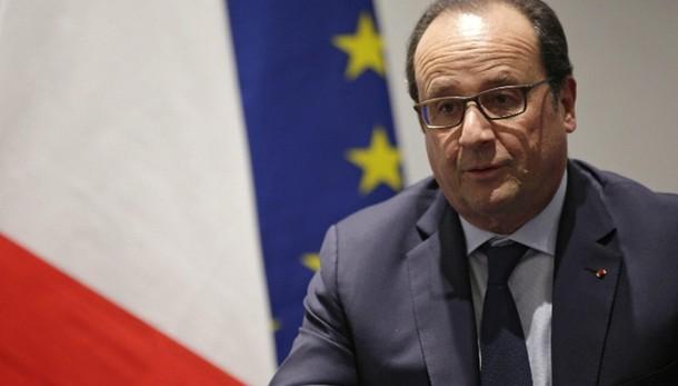 Hollande su portaerei Charles de Gaulle
