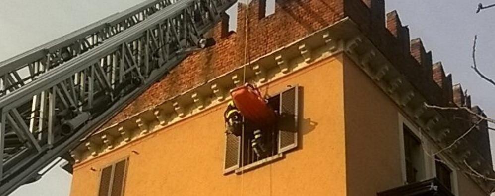 Ragazzo bloccato al terzo piano  Lo salvano i vigili del fuoco