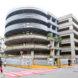 Parcheggi a Como, due aree in più  E i negozi regalano la sosta