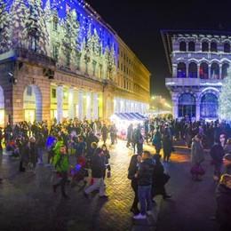 Che festa per la Città dei Balocchi  In migliaia invadono le vie di Como