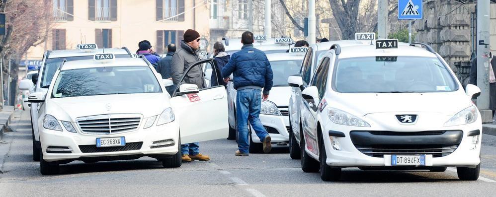 Erba, la corsa dei taxi: in 21 per due posti