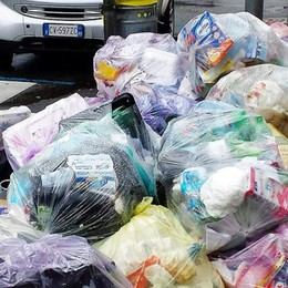 Como, rifiuti abbandonati in strada  Ventuno multe da inizio anno
