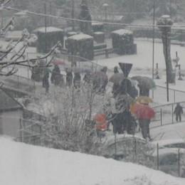 La sfida dei sindaci della Valle  «Spalateci la neve o si va in Procura»
