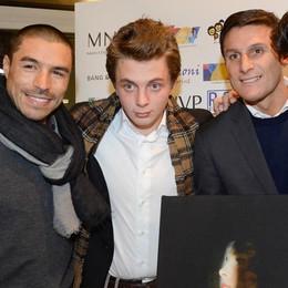 Vip e calciatori, serata di beneficenza  Folla a Como con Zanetti e Cordoba