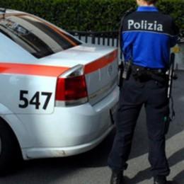 Poliziotti disarmati in Svizzera. Il sindacato: un'umiliazione per tutto il Paese