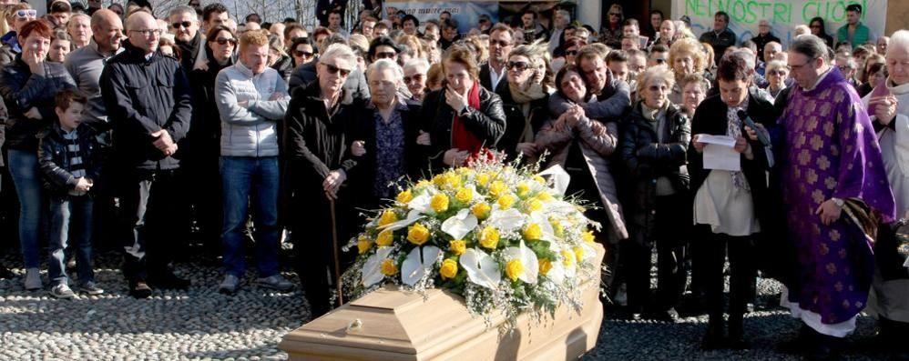 Nico, morto in moto   Centinaia di amici per l'addio