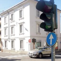 A Cantù i semafori che danno le multe
