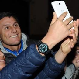 """E una """"gara"""" di selfie  con capitan Zanetti"""