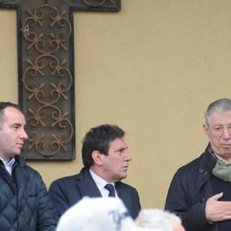 Addio alla moglie di Carioni  Umberto Bossi ai funerali