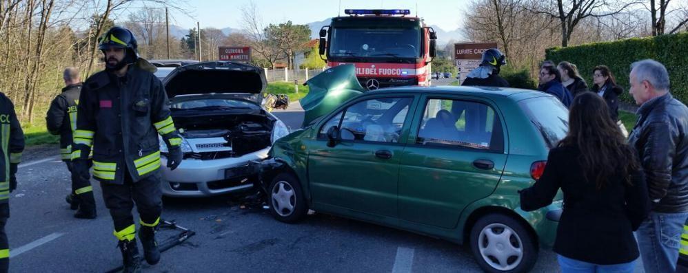 Frontale tra due auto a Oltrona di San Mamette
