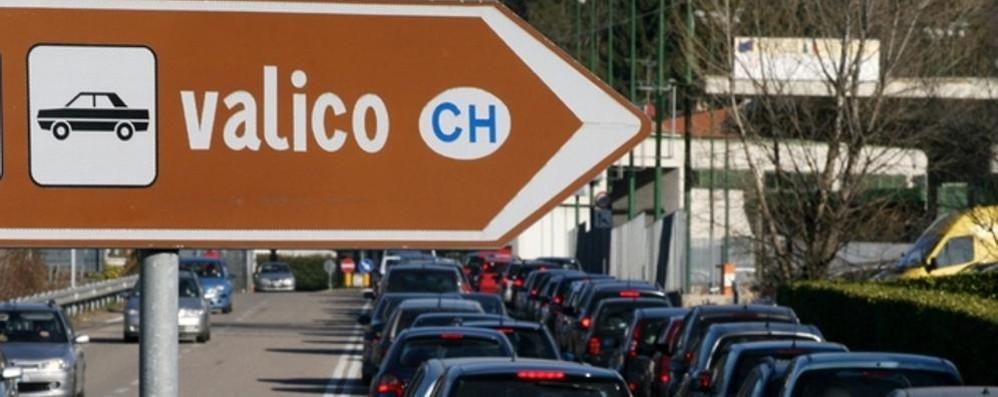 Frontalieri: 5 auto al secondo  passano dalla frontiera